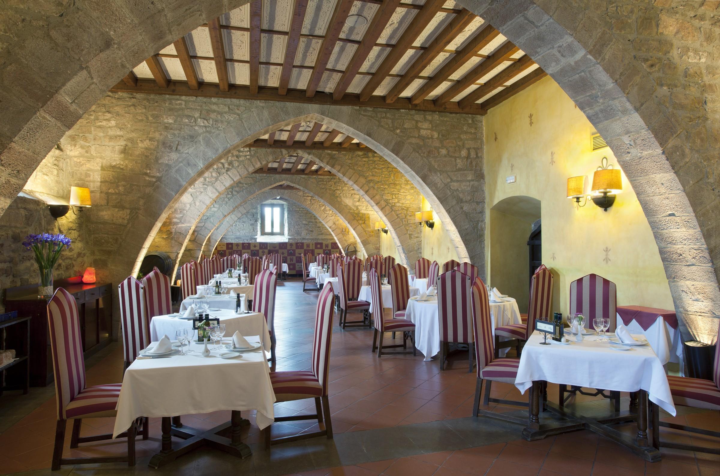 2949_parador-de-cardona-81-restaurante_1320534683